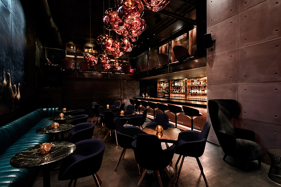 Creating a striking gesture upon arrival – a cluster of MELT pendant lights are delicately suspended in the central void of Himitsu, a cocktail lounge bar in Atlanta, USA.